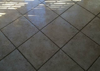 Entrance/Foyer - Before Tile & Grout Cleaning